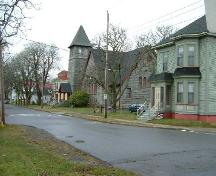 Looking west on Collins Street, Collins Heritage Conservation District, Yarmouth, NS, 2005. At center is the former Tabernacle Congregational Church, now the Yarmouth County Museum. The houses to each side are part of the museum complex.; Heritage Division, NS Dept. of Tourism, Culture and Heritage, 2005.
