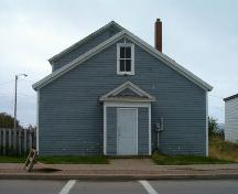 Front elevation, Navy League Building, Louisbourg, Nova Scotia, 2004.; Heritage Division, NS Dept. of Tourism, Culture and Heritage, 2004.