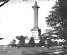 View of Brock's Monument, showing the monument's tall, elegant form and geometric massing which consists of a tall circular column on a square base, ca. 1920.; Archives of Ontario / Archives publiques de l'Ontario, ca./vers 1920.