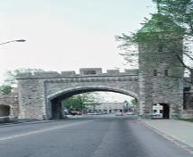 View of the Saint-Louis Gate, part of the Fortifications of Québec National Historic Site of Canada, 1995.; Parks Canada Agency / Agence Parcs Canada, J.P. Jérôme, 1995.