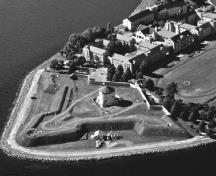 Aerial view of the Kingston Fortifications.; Parks Canada Agency / Agence Parcs Canada 2007.