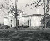 Exterior photo; (Architectural History Branch, CIHB, M. Trépanier, 1986.)