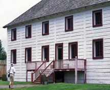 General view of the front elevation of the Big House showing its log-hewn structure and Red River framing, 2004.; Parks Canada Agency / Agence Parcs Canada, J. Gordon, 2004.