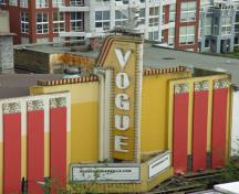 General view of Vogue Theatre, showing geometrical symmetry of the façade associated with the classical stream of the style, 2007.; Vogue Theatre, jmv, 2007.