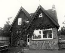 Rear view of the Superintendent's Residence, showing the randomly-laid stone facing on the exterior walls, c. 1990.; Parks Canada Agency / Agence Parcs Canada, c./v. 1990.
