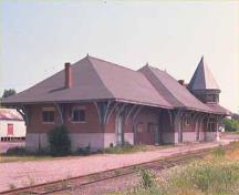 Corner view of Smiths Falls Railway Station (Canadian Northern), 1988.; Parks Canada Agency/Agence Parcs Canada, 1988.